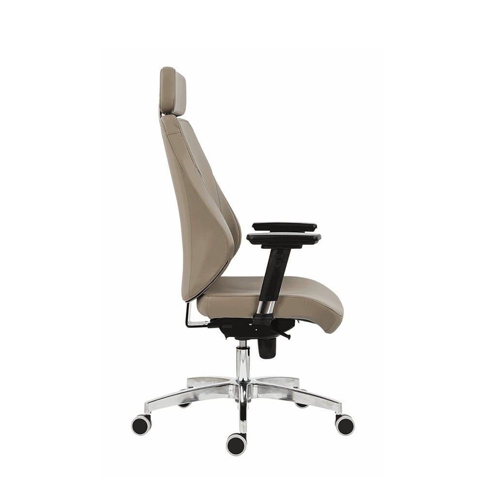 Uredska menadžerska stolica nella bočni prikaz