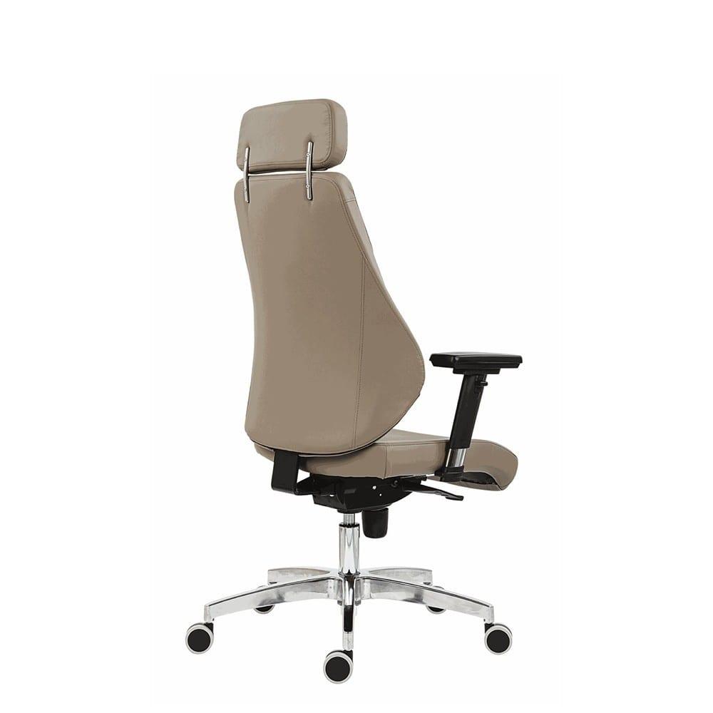 Uredska menadžerska stolica nella stražnji prikaz